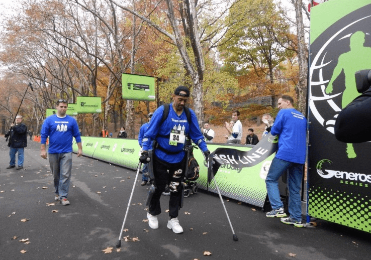 Пользователи  экзоскелета ReWalk приняли  участие в благотворительном марафоне