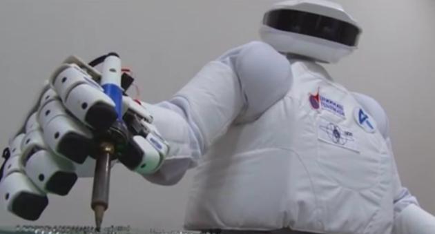 Новый антропоморфный робот – космонавт SAR-400
