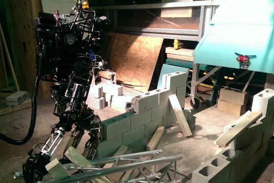 Как соревнуются роботы на DARPA Robotics Challenge!