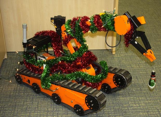 Роботы поздравляют Вас с Новогодними праздниками!