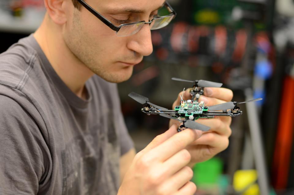 Квадрокоптеры  научились играть на музыкальных инструментах!