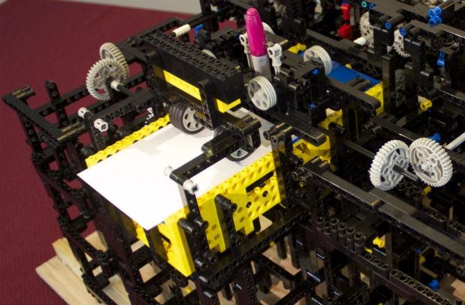 Рисующая машина LEGO
