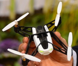 Parrot представили новый дрон квадрокоптер.