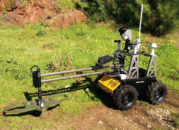 Робот выходит на минное поле вместо людей