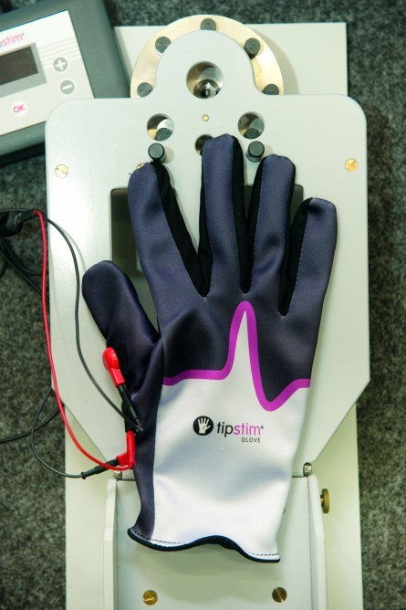 hand_stimulation_glove-3