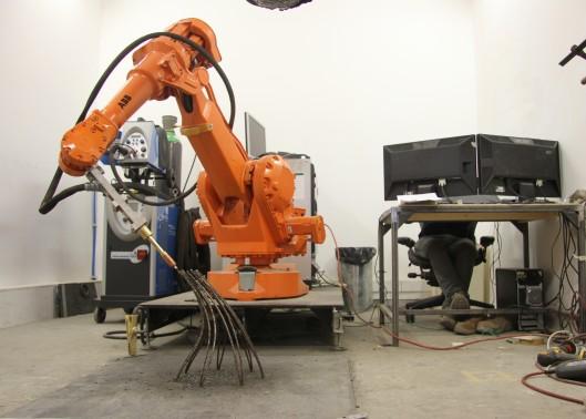 3D робот создает отдельно стоящие металлические конструкций!