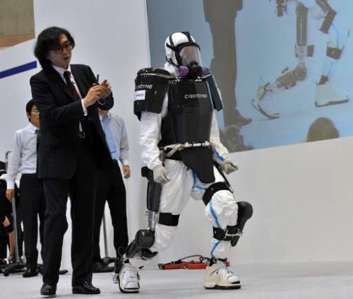 """Новый экзоскелет от  японской компании """"Кибердайн""""!"""
