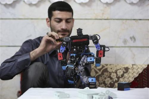 Иранский учитель построил робота для изучения «Корана»
