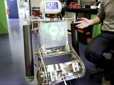 Робби-робот: личный помощник для не имеющего конечностей подростка