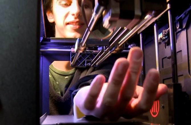 3-D Принтер + Пистолет для татуировок = Пугающая машина