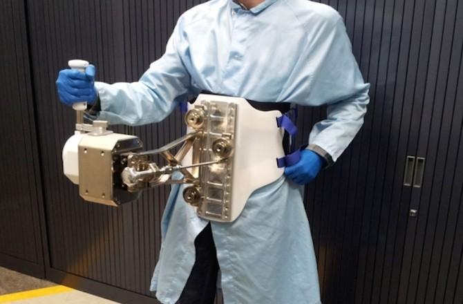 Джойстик позволит космонавтам контролировать роботов в космическом пространстве