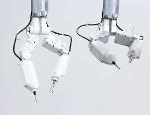 robotastronautsurgerydn25341-1_300-3-1396469189869