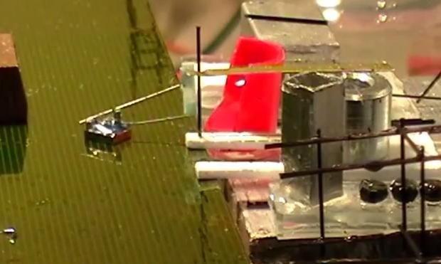 Шустрые микророботы объединяются для строительства