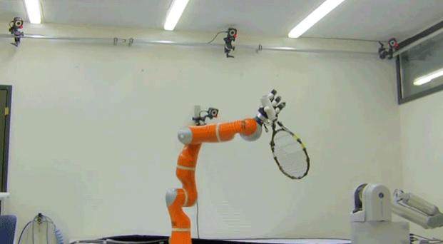 Высокоскоростная роботизированная рука ловит предметы в воздухе