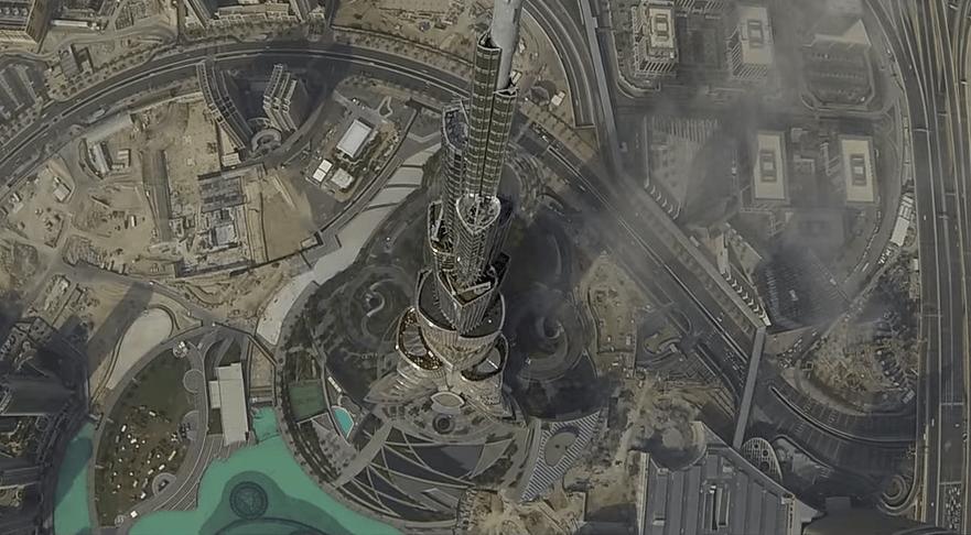 Дрон запущен над самым высоким зданием в мире