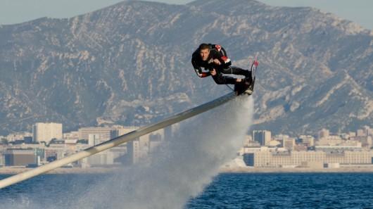 Hoverboard сочетает серфинг и флайбердинг