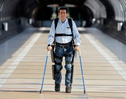 Экзоскелет ReWalk получает одобрение FDA для использования в домашних условиях