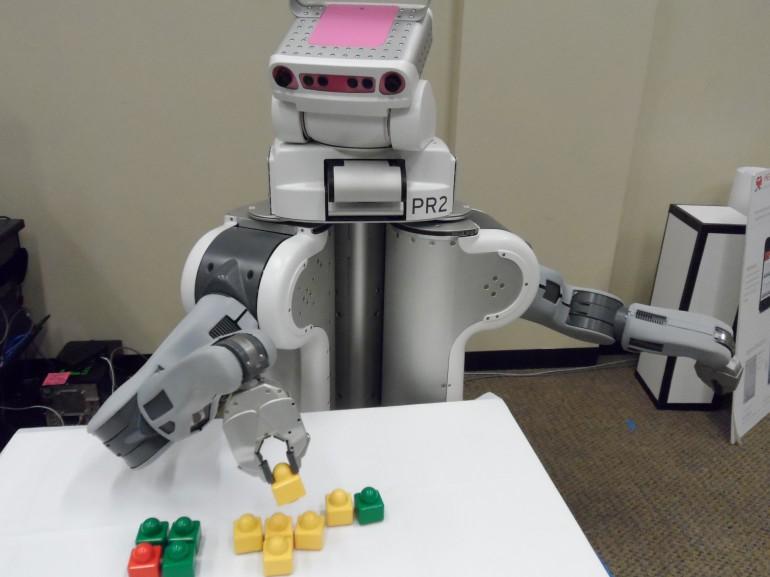 Краудсорсинг поможет роботам быстрее изучать новые задачи!