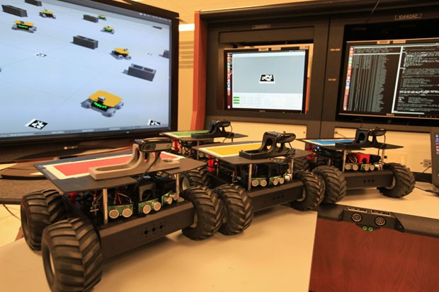 НАСА обучает роботов для горного дела в космосе