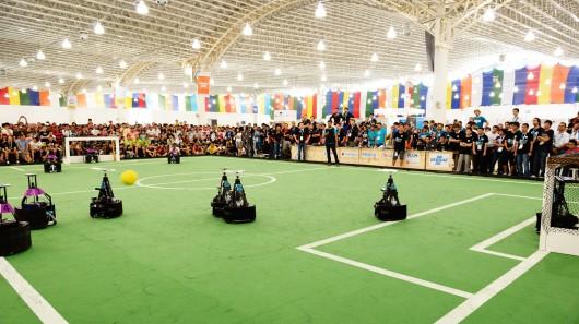 Технологический университет Эйндховена выигрывает чемпионат мира по футболу среди роботов 2014