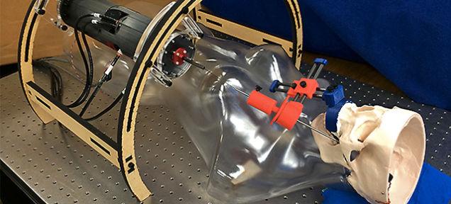 Робот выполняет более щадящую операцию на головном мозге!