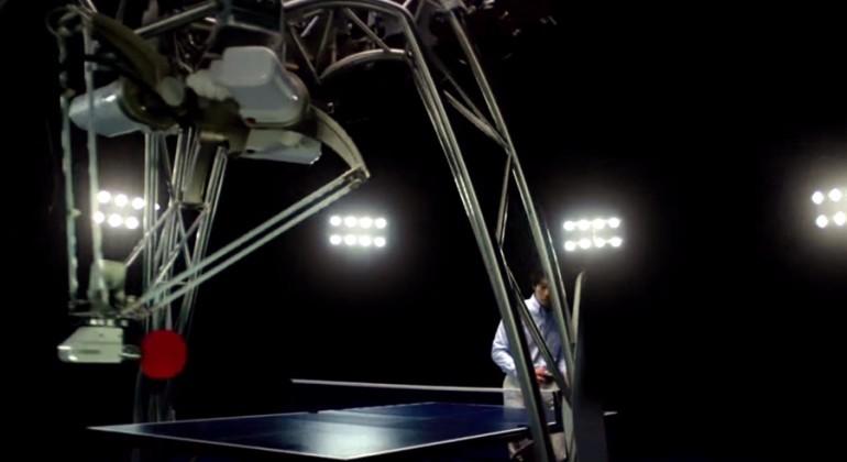omron-ping-pong-robot-1