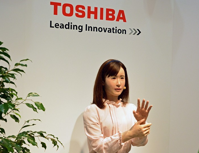 Новый андроид от Японцев – «Женщина-робот» – воспроизводит жесты!