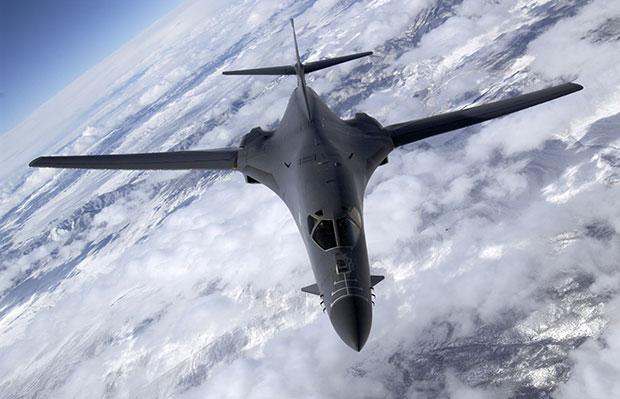 Военные самолеты трансформируются в «перевозчиков» беспилотных летательных аппаратов