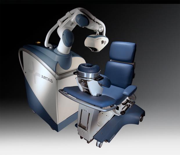 Робот-хирург борется с облысением