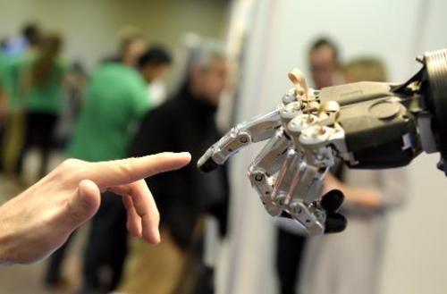 Танцующие и говорящие роботы на конгрессе в Мадриде