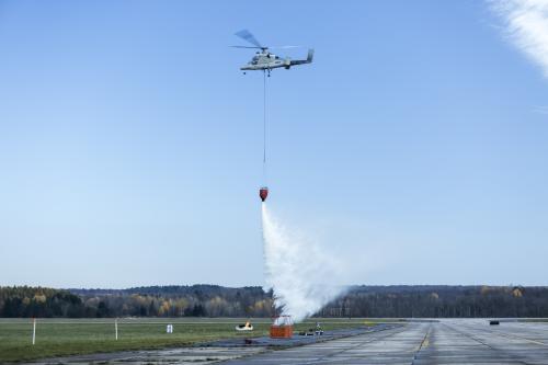 Беспилотники K-Max и INDAGO демонстрируют свои возможности при пожаротушении