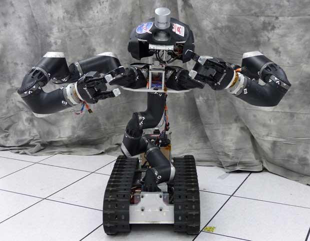 RoboSimian превосходит модель Surrogate