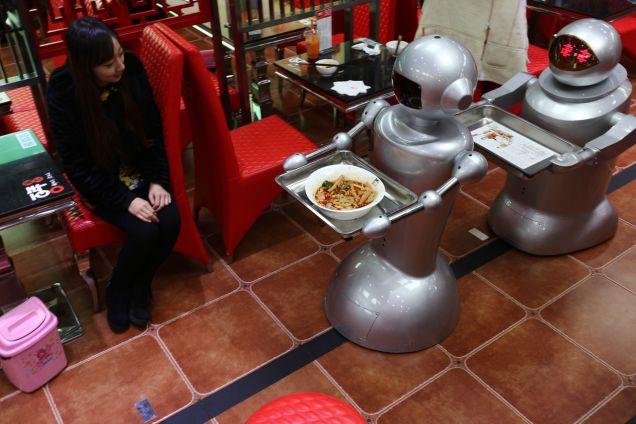 Рестораны с официантами-роботами – отголоски прошлого