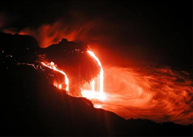 NASA исследует кратер вулкана!