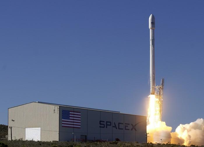 Ракета компании  SPACEX потерпела неудачу при приземлении.