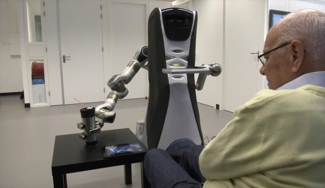 Прототип роботизированной системы, обладающей эмоциями и памятью