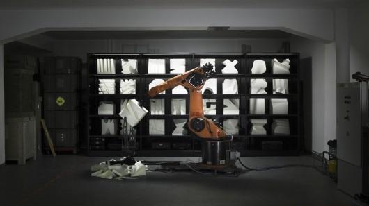 Роботы Robochop через интернет вырежут фигуры из полистирола