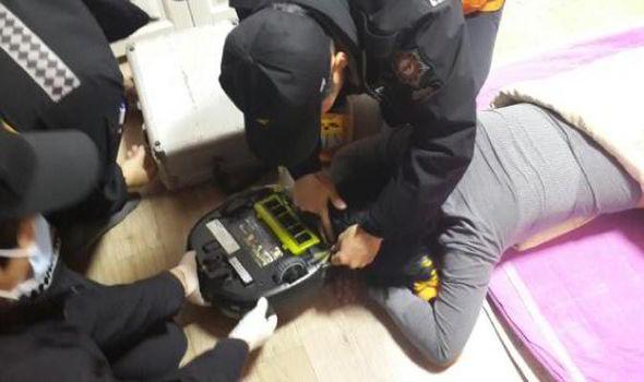 Пожарная служба спасла девушку от атаки роботом-пылесосом