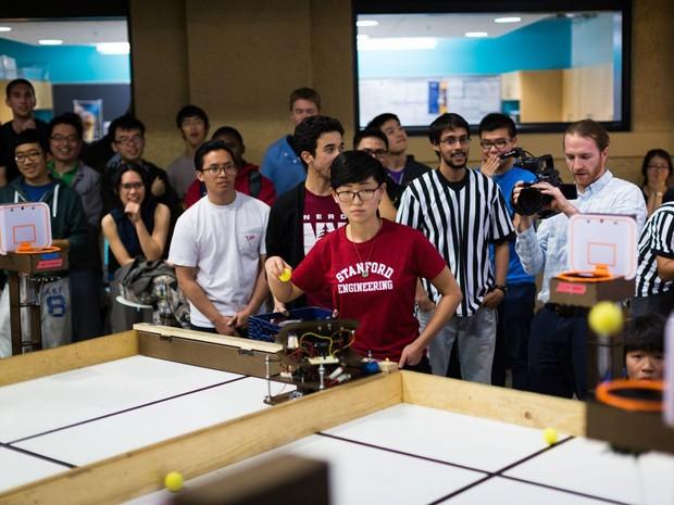 Мартовское сумасшествие в Стэнфорде: роботы мастерски закладывают мячи в корзину