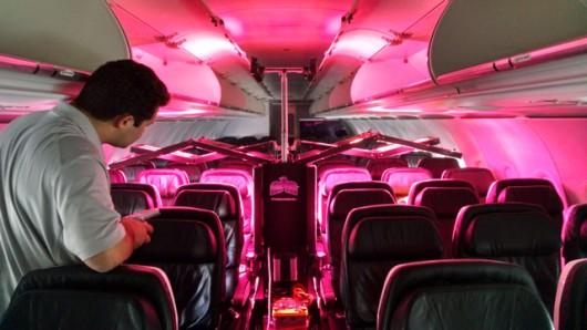 Робот GermFalcon для дезинфекции самолетов