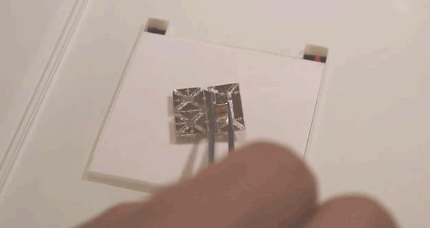 Этот миниатюрный робот оригами уничтожит сам себя, когда выполнит свою работу.
