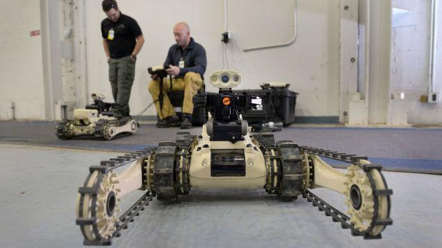 Родео среди роботов по обезвреживанию бомб выглядит небезопасным
