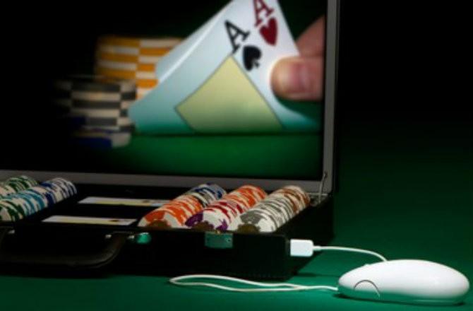 Компьютер искусственного интеллекта участвует в турнире по покеру в Техасе