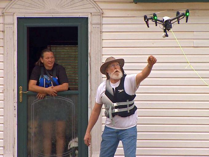 Дрон спасает жертв затопления в Техасе