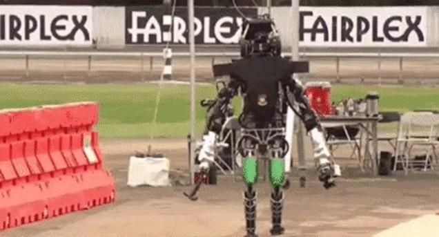 На соревнованиях DARPA Robotics Challenge мы увидели множество падений роботов