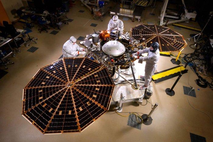 Завершена сборка аппарата InSight по исследованию Марса