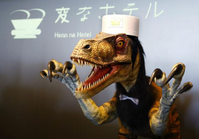 Персонал гостиницы – говорящие андроиды и роботы-динозавры