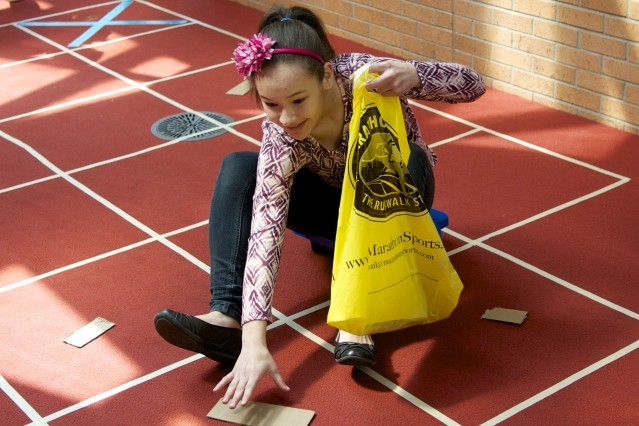 Студенты имитируют робота Roomba