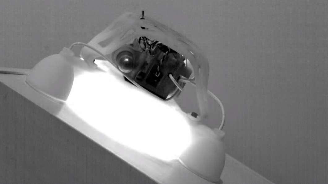 3-D робот, выполненный из разных материалов, совершает прыжки за счёт реакции с бутаном