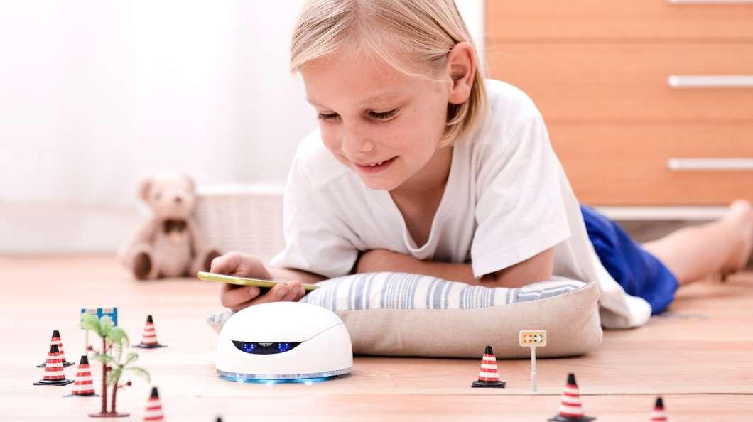 Vortex играет в детьми и учит их основам программирования